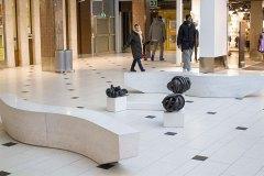 Nystan 1, 2 och 3, tre bronsskulpturer placerade utanför biblioteket i Solna Centrum.