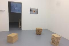 Skikt, installationsbild från 2018 på IDI galleri i Stockholm.